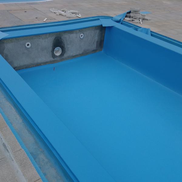 Colocação de tela em piscina com caleira